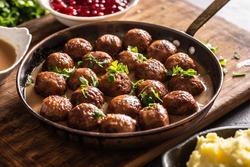 Pan with freshly-made kottbullar meatballs in a sauce.