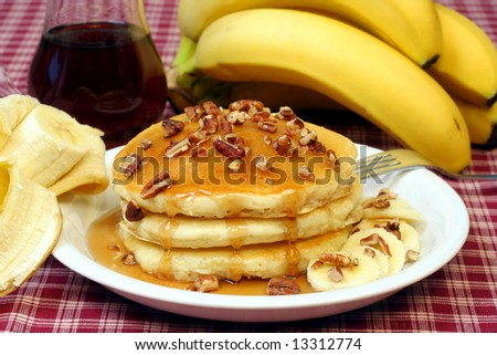 Pancakes with pecans and bananas