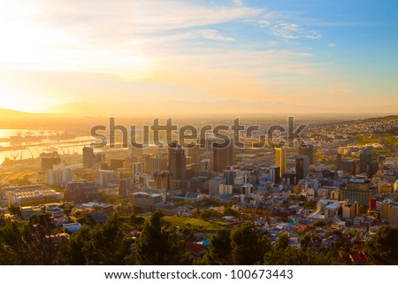 Panorama - Dawn in Cape Town (South Africa), the city center with mountains in the morning haze