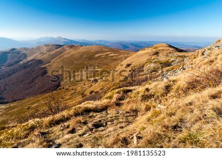 Panorama from the top of Tarnica to the peaks of Szeroki Wierch, Połonina Caryńska and Wetlińska and Wielka Rawka, the highest peaks of the Bieszczady, Bieszczady, Wołosate  Zdjęcia stock ©