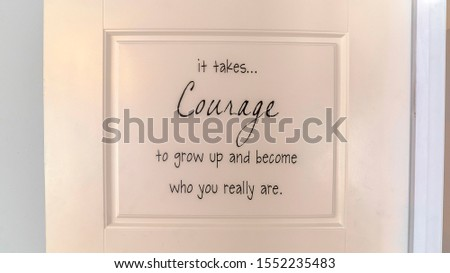 Panorama Inspirational courage quote on back home door