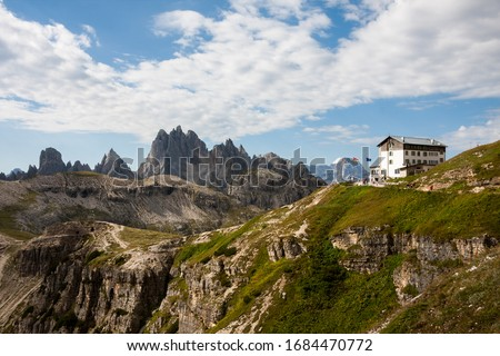 Panorama of Dolomites mountains with (Rifugio) refuge Auronzo. National Park Tre Cime di Lavaredo, Alps mountain chain, Trentino Alto Adige region, Sudtirol, Italy Foto d'archivio ©