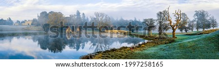 Panorama of the morning mist over the pond. Misty morning fog ove pond. Misty morning pond panorama. Pond panorama in morning Foto d'archivio ©