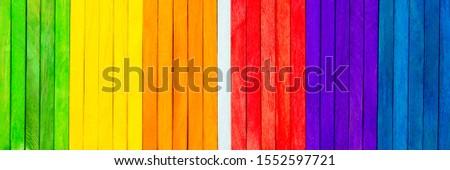 Panorama, verschiedene Farben und weiß in der Mitte, Konzept Aussenseiter Stockfoto ©