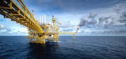 Panorama view of oil drilling rig in the gulf