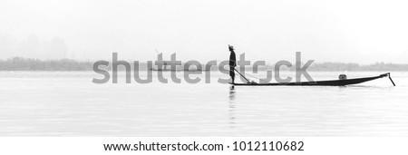 Panoramic shot of burmese fisherman balancing on the edge of the boat Zdjęcia stock ©