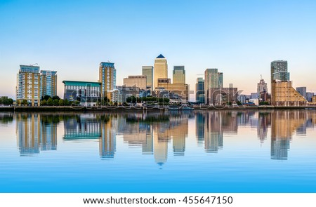 Panoramic view of Canary Wharf, financial hub in London at sunset Stockfoto ©