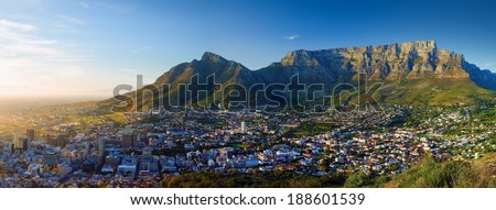 Panoramic view of the city in Dawn (Sunrise in Cape Town, Table Mountain views)
