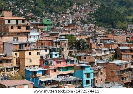 Panoramic view of the district Comuna 13 in Medellin, Colombia, known as previous territory of drug cartels and conflicts Foto stock ©