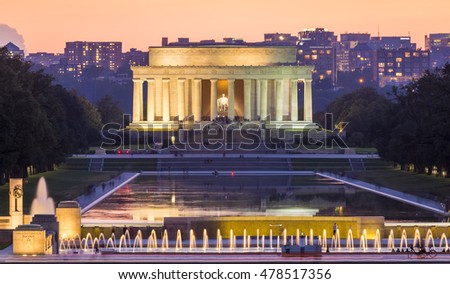 Panoramic view of the Lincoln Memorial in Washington DC at night.