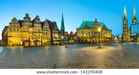 Panoramic view of the Market Square in Bremen, Germany at night