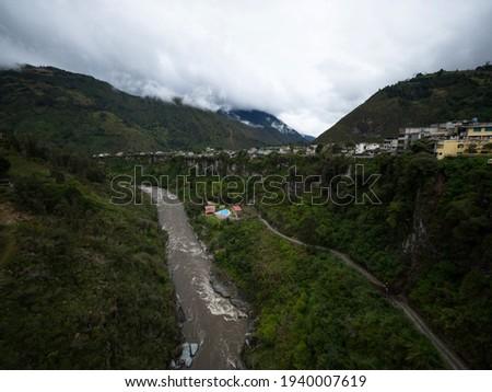 Panoramic view of thermal baths spa tourist town Banos de Agua Sante from bungee jumping bridge puente San Francisco Tungurahua Ecuador South America Foto stock ©