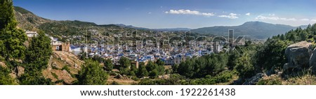 Panoramic view over Chefchaouen, Morocco with the typical blue houses in the middle of the Rif-Mountains. Stockfoto ©
