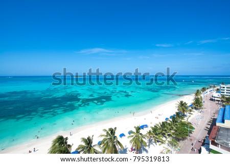 Shutterstock Panoramica de Isla de San Andres, Archipielago de San Andres, Providencia y Santa Catalina, Colombia