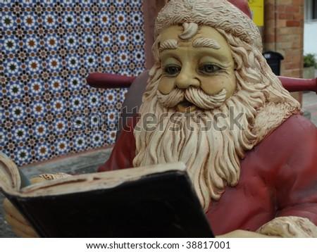 Papa Noel reading