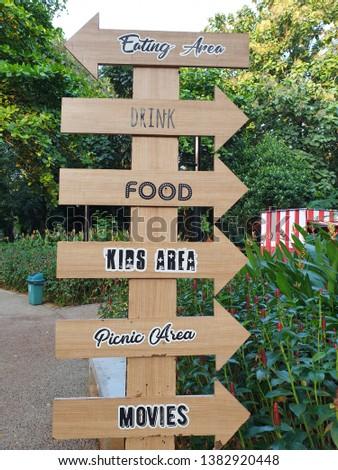 Papan Penunjuk Arah Berdiri Bersusun , Standing Wooden Signboards  #1382920448