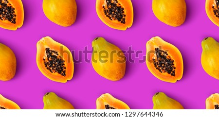 Papaya fruit seamless pattern on purple background, flat lay, top view Stockfoto ©