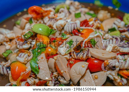 Papaya salad with crab and pickled fishsquid salad Papaya Salad with Blue Crab and Shrimp With fermented fish sauce to make the taste mellow and delicious  Foto stock ©