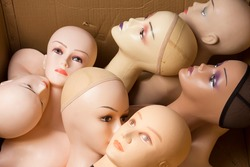 Paper box with female mannequin heads with makeup without hair . Delivery of goods for purchases during the coronavirus. Shop of commercial equipment.