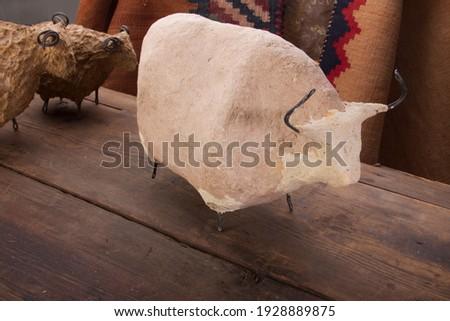 Papier mache cow with sheeps Foto d'archivio ©