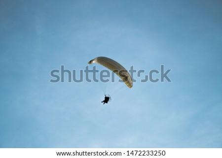 Para motoring across a clear blue sky #1472233250