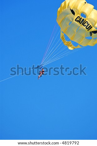 parasailing in cancun