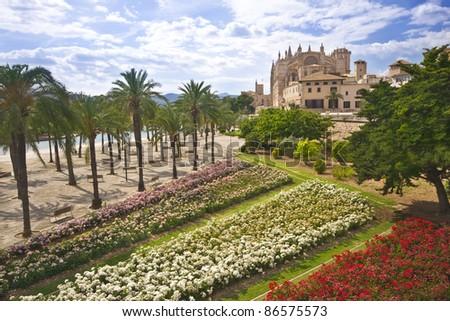 Parc del Mar and Cathedral La Seu, Palma de Mallorca