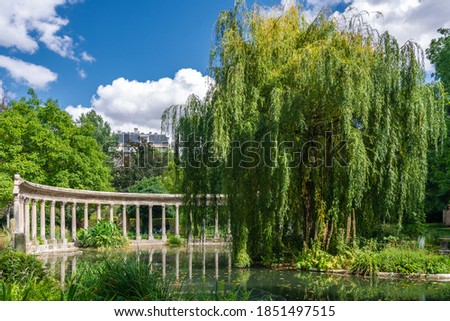 Parc Monceau is a public park situated in the 8th arrondissement of Paris. At the main entrance is a rotunda. The park covers an area of 8.2 hectares. Photo stock ©