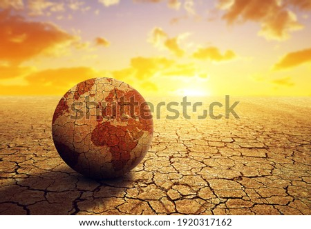 Parched planet earth in the dry landscape with cracked soil at sunset. Global warming or change climate concept. Environmental problems. Foto stock ©