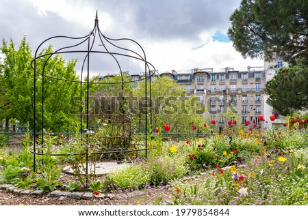 Paris, beautiful buildings, view from the coulee verte Rene-dumont in the 12th district, footpath Photo stock ©