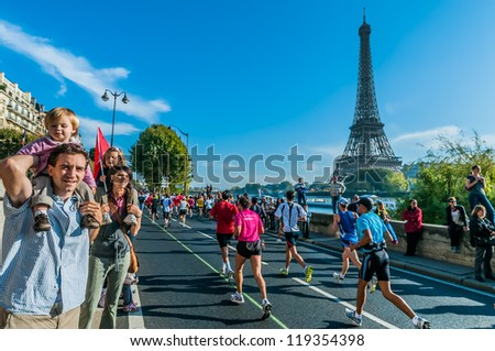 PARIS , FRANCE - APRIL  14 : marathon runners at  Paris International Marathon on April 14 , 2006 in Paris, France