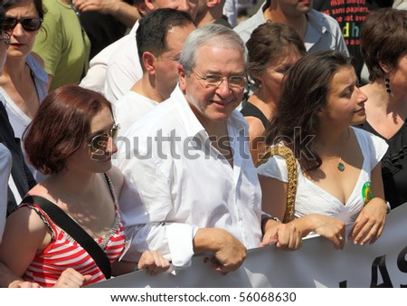 PARIS - JUNE 26: President of the regional council for le-de-France - Jean-Paul Huchon (C)  in the front row of Paris Gay Pride parade to support gay rights, on June 26, 2010 in Paris, France.