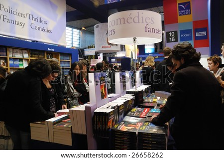 PARIS - MARCH 14: Visitors at the International Book Fair - Salon du Livre 2009 on March 14, 2009 in Paris, France