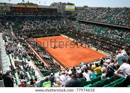 PARIS - MAY 23: Court Philippe Chatrier of the French Open Grand Slam tournament general view during the day matches at Roland Garros on May 23, 2011 in Paris, France.