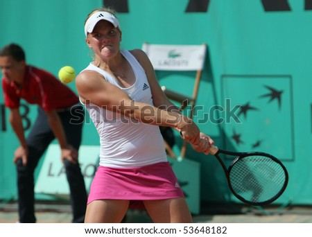 PARIS - MAY 22: Melanie OUDIN of USA plays the exhibition match at French Open, Roland Garros on May 22, 2010 in Paris, France.