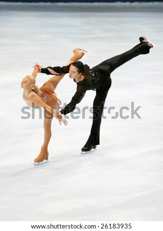 PARIS - NOVEMBER 14: Russia's Maria MUKHORTOVA  and  Maxim TRANKOV at the Eric Bompard figure skating trophy on November 14, 2008 at the Palais-Omnisports de Bercy in Paris, France