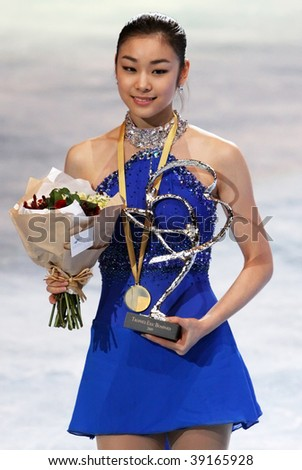 PARIS - OCTOBER 17: Yu-Na KIM of Korea poses during medal ceremony winning gold at Eric Bompard Trophy at Palais-Omnisports de Bercy October 17, 2009 in Paris.