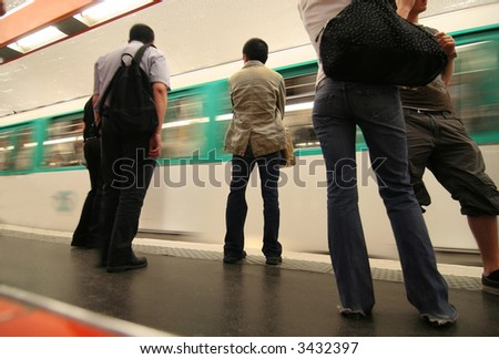 Paris subway: passengers and a passing train