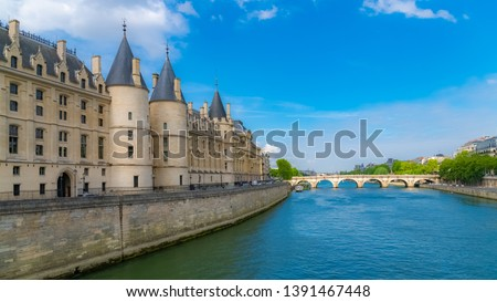 Paris, view of the Seine with the Conciergerie on the ile de la Cité, and the Pont-Neuf  Photo stock ©