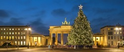 Pariser Platz and Brandenburg Gate (Brandenburger Tor) behind a decorated and illumated Christmas tree in Berlin, Germany