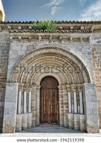 Parish church of San Juan evangelista 12th century Romanesque style in the town of Arroyo de la Encomienda, Valladolid, Spain Foto d'archivio ©