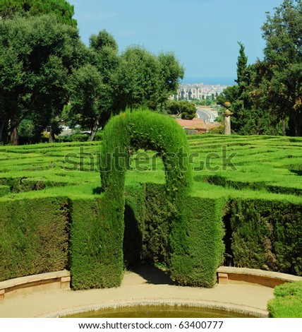 park  labyrinth in barcelona