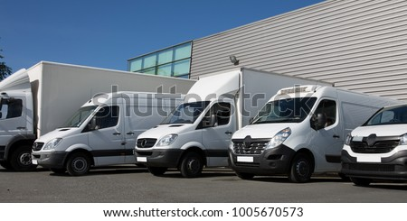 park specialized delivery small trucks and van #1005670573