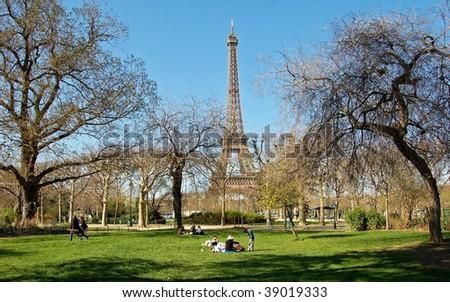 Park under the Eiffel tower