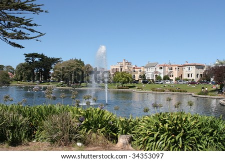 Park with tourists, Palace of Fine Arts, San Francisco, California