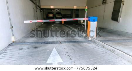 Parking entrance for car #775895524