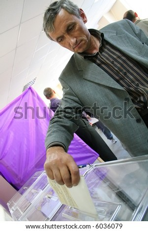 Parliamentary elections of Ukraine in 2007, September 30. Man throw the ballot in a voting box