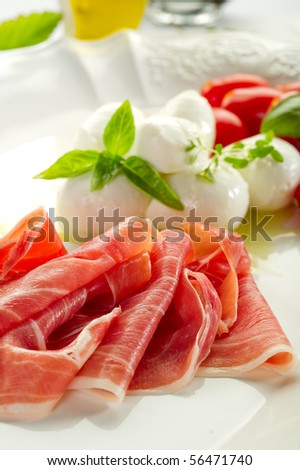 parma ham with mozzarella and tomatoes