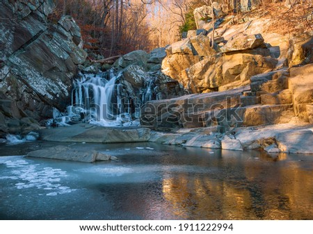 Partially frozen Scott's Run waterfall in the morning. Scott's Run Nature Preserve. Fairfax County. Virginia. USA ストックフォト ©