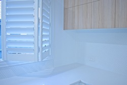 Partly open plantation shutters, bi fold mechanism